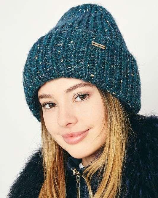 Рейтинг лучших теплых женских шапок