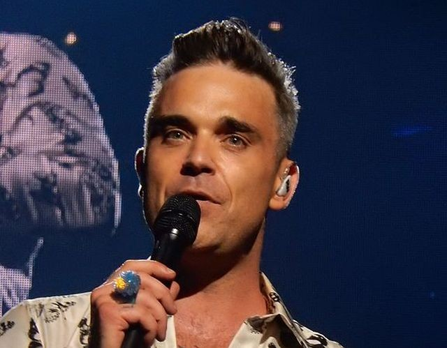 Мужчина рассказал, что его похищали пришельцы и в плену он увидел певца Робби Уильмса