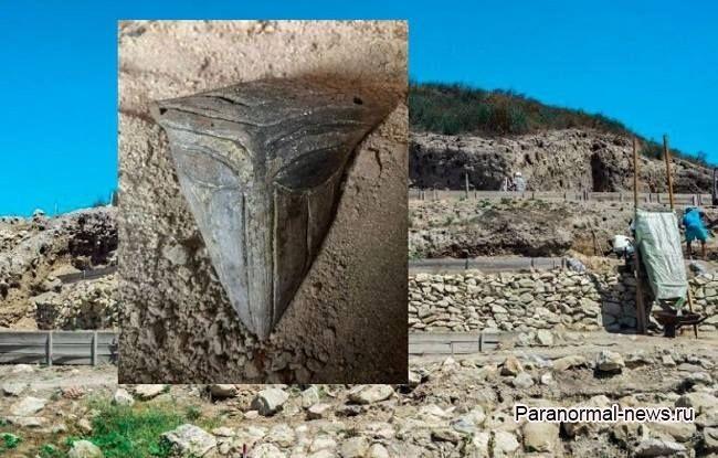 В Болгарии откопали древнюю маску с лицом инопланетянина