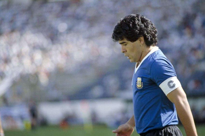 Тени Божественного Диего: аргентинский футболист Диего Марадона скончался в возрасте 60 лет