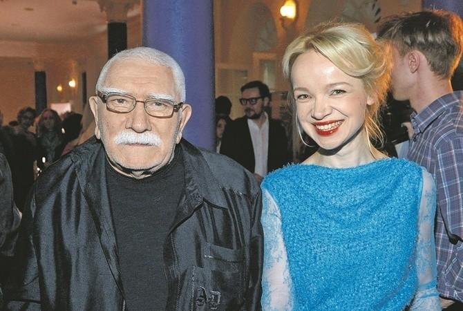 «Он превратился в овощ»: друг Армена Джигарханяна рассказал о самочувствии актера после разбирательств с Виталиной Цымбалюк-Романовской