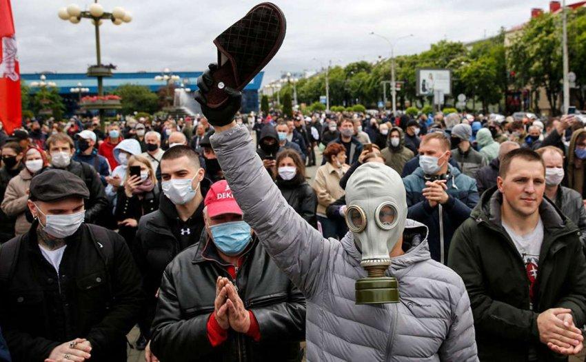 Белорусская оппозиция продолжает митинги, несмотря на жесткие репрессии