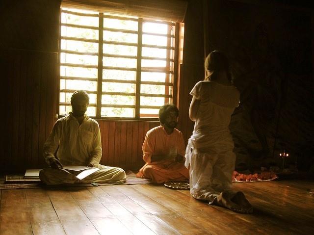 Странные исчезновения, суициды и уроки левитации в городке Айовы, основанным индуистской сектой - Паранормальные новости