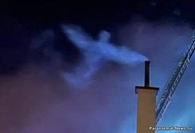В Польше над домом, который тушили пожарные, засняли Ангела - Паранормальные новости