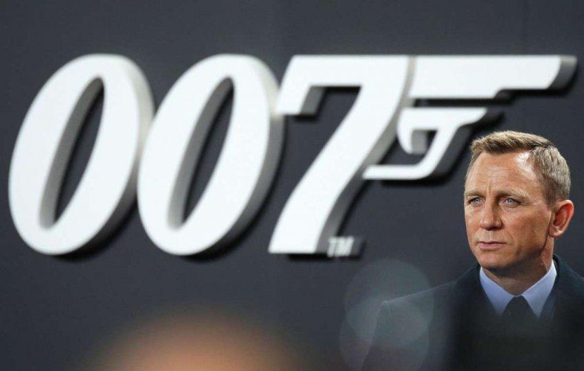 Джеймс Бонд снова задерживается. Что это может означать для франшизы?