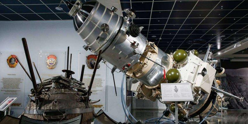 SpaceX против NASA: кто первым доставит нас на Луну?