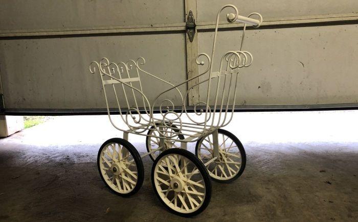 Семье из США подарили старинную детскую коляску и в доме начались паранормальные явления - Паранормальные новости