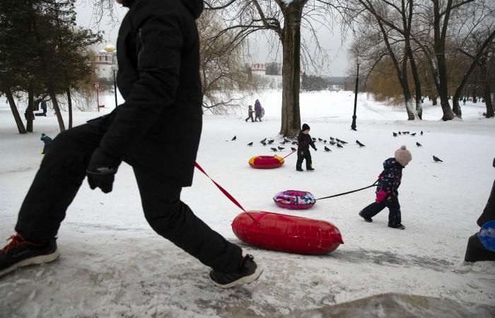 Размер пособия на детей от 3 до 7 лет увеличился в России в 2 раза