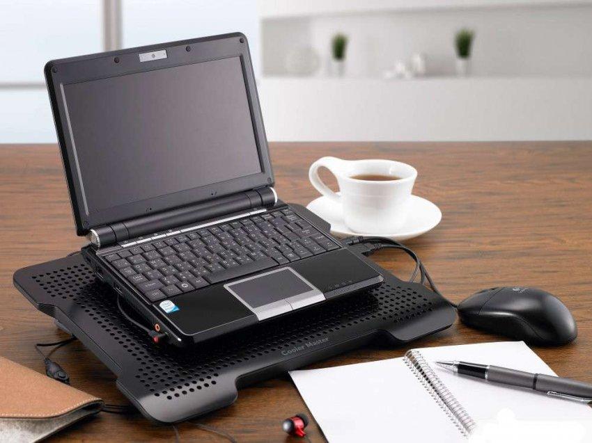 ТОП-10 популярных подставок с системой охлаждения под ноутбук