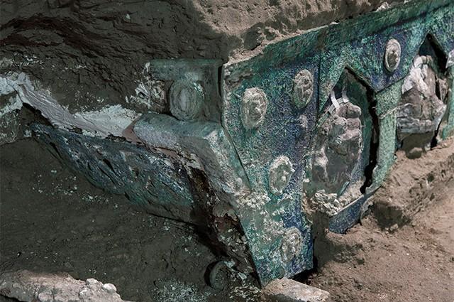 Древняя колесница обнаружена около города Помпеи
