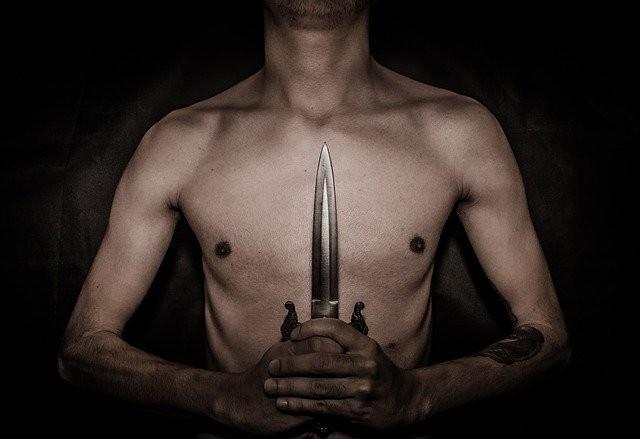 Житель Филиппин год прожил с большим лезвием ножа в груди - Паранормальные новости