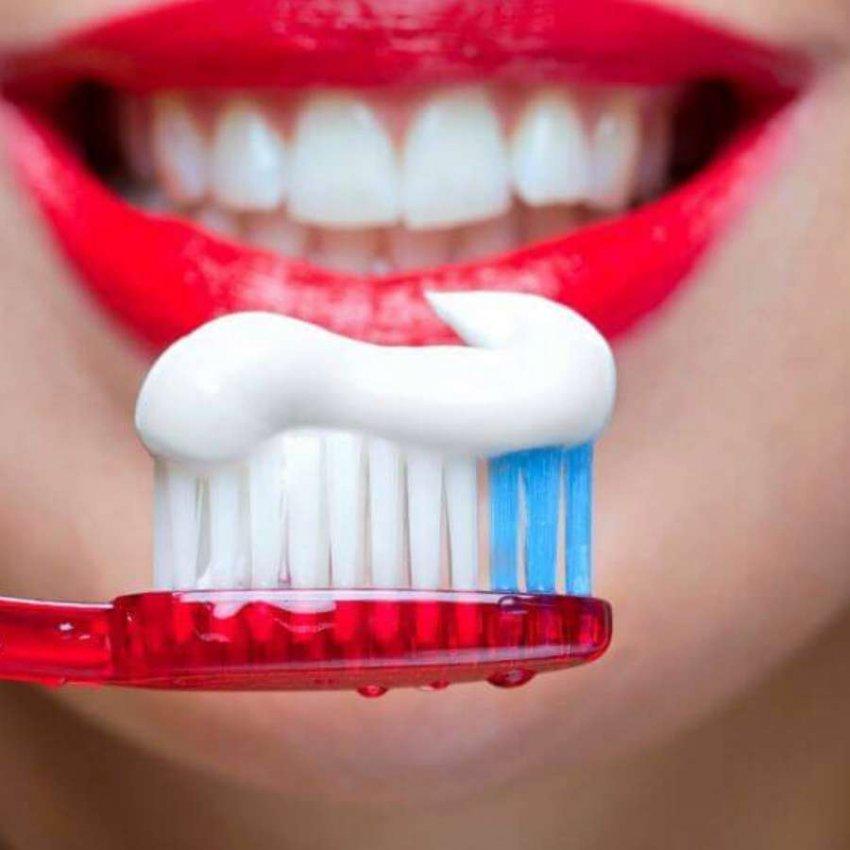Обзор популярных лечебных зубных паст начала 2021 года