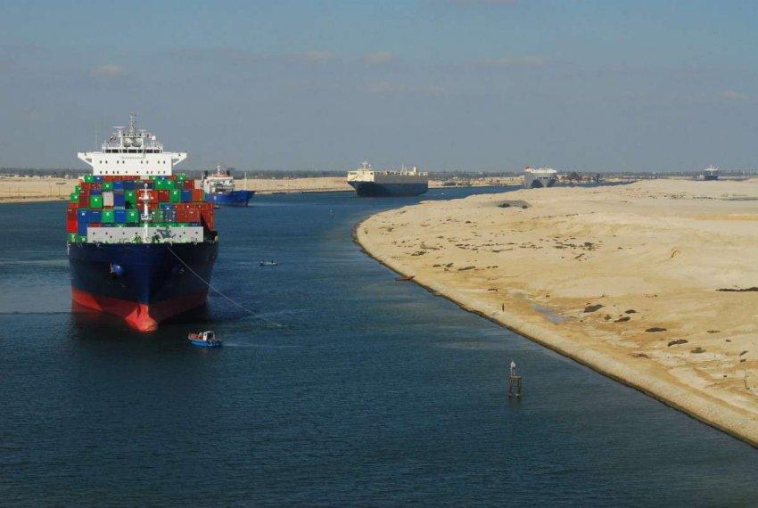Авария контейнеровоза на Суэцком канале: худший сценарий для мировой торговли