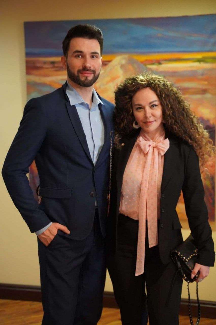 Художник Ваха Бештоев перед выставкой в Европе показал свои картины в Москве