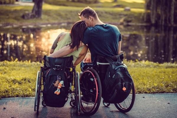 Пенсии по инвалидности в 2021 году: кому положены и как оформлять