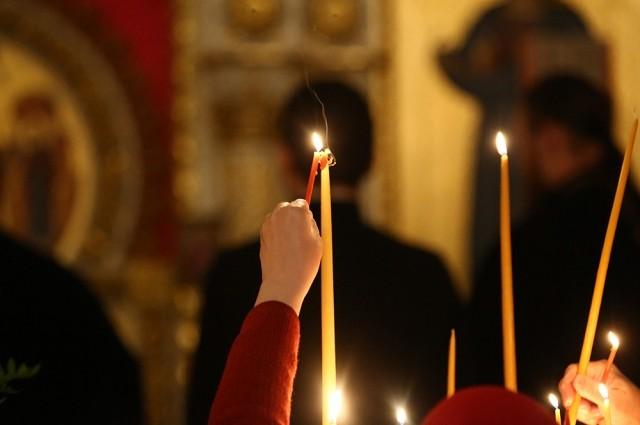 Какие молитвы читать православным верующим на Страстной неделе