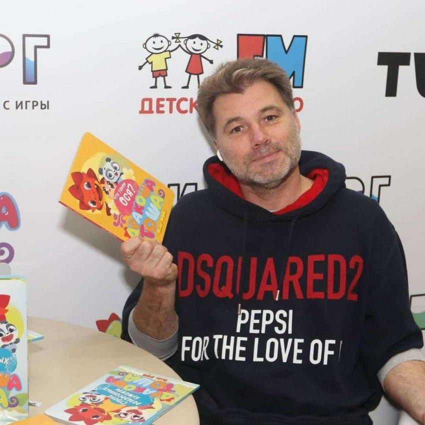 Писатель Олег Рой поздравил читателей с международным днем детской книги