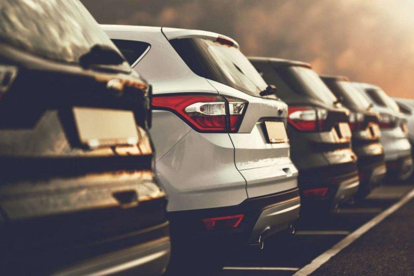 Внедорожники, загрязняющие окружающую среду, будут на дорогах в течение следующих двух десятилетий. Что с ними делать?