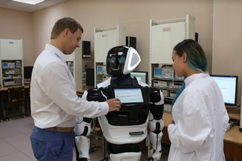 Promobot подарит свои продукты лучшим выпускникам-робототехникам России