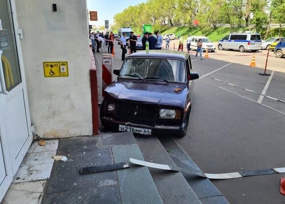 Подросток на ВАЗ-2107 устроил аварию на Волгоградском проспекте в Москве