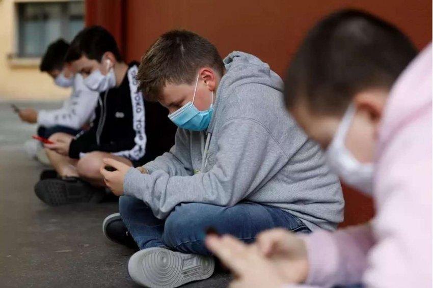 Смартфоны – это мощные карманные персональные компьютеры. Должны ли школы запретить их?