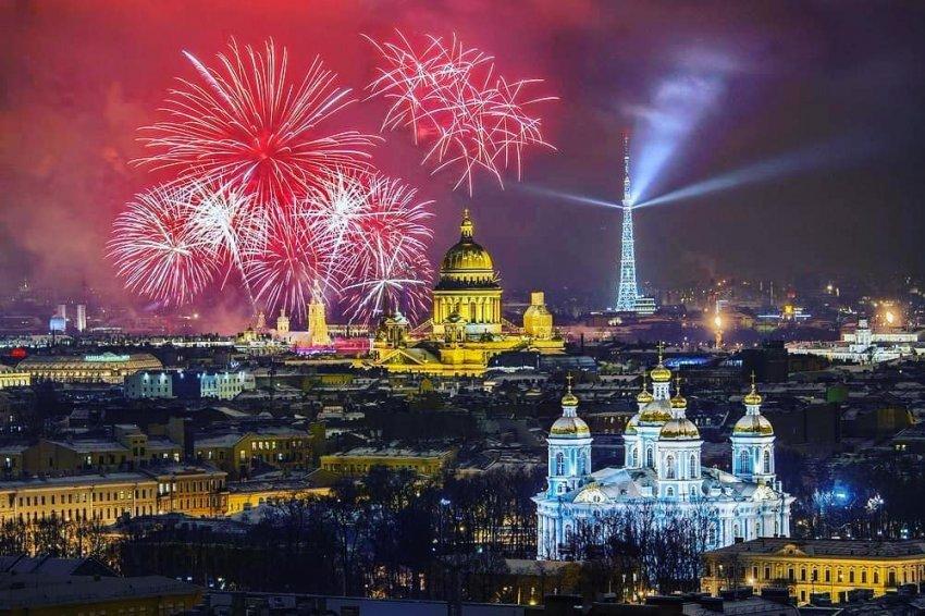 Салют и концерт на Дворцовой в День города СПБ в 2021 году: какой будет праздничная программа на 22-30 мая
