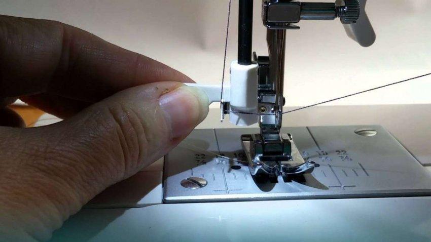 Швейные машины с нитевдевателем. Топ лучших предложений