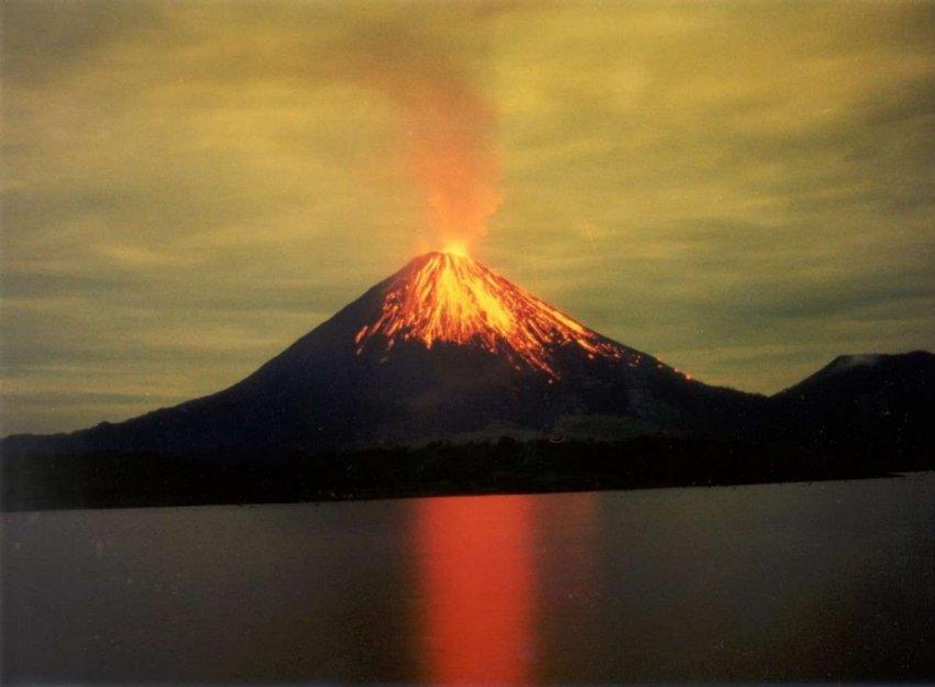 Ученые предупреждают: крупнейший вулкан Земли готов к мощному извержению
