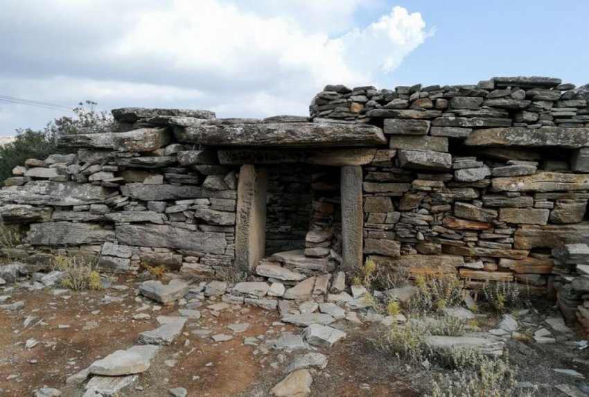 """Греция: загадка древних """"Домов Дракона"""""""