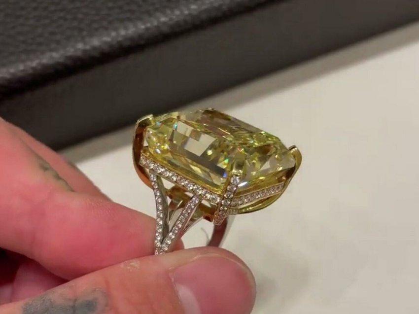 Тимати подарил победительнице шоу «Холостяк» драгоценное кольцо с бриллиантом