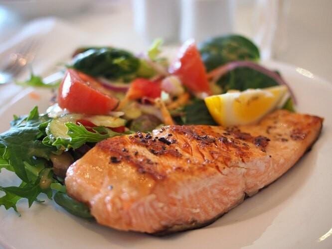 Семь вредных пищевых привычек, которые лишают здоровья
