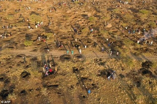 После случайной находки камней, похожих на алмазы, ЮАР охватила массовая «Алмазная лихорадка»