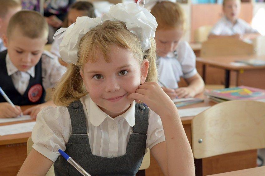 С 1 июля 2021 года россияне смогут оформить новые дополнительные выплаты на детей от 8 до 17 лет