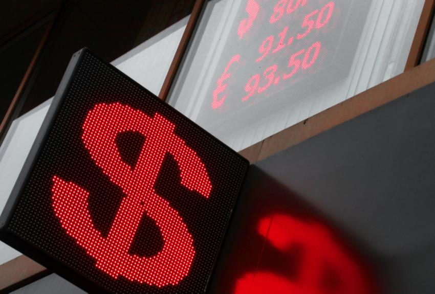 Финансист назвал россиянам лучшее время для покупки долларов и евро