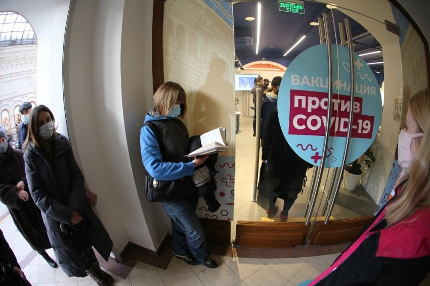 В России проходит гражданская вакцинация препаратами «КовиВак» и «Спутником V»