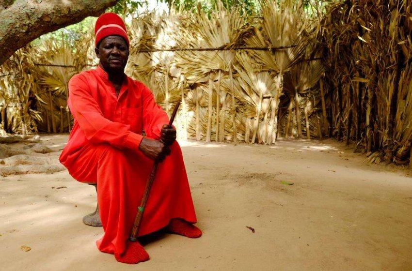 В стране Красного Короля: он живет в хижине, у него нет телевизора, телефона и даже обуви