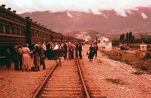 Как американский сенатор приехал в СССР и лично увидел две «летающие тарелки», когда ехал в советском поезде