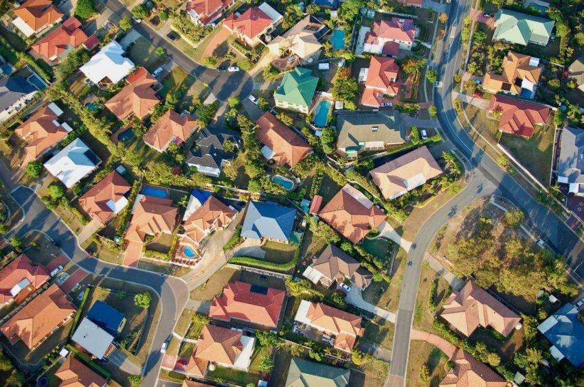 Жизнь в пригороде: худшее решение из-за выбросов углерода. Новое исследование