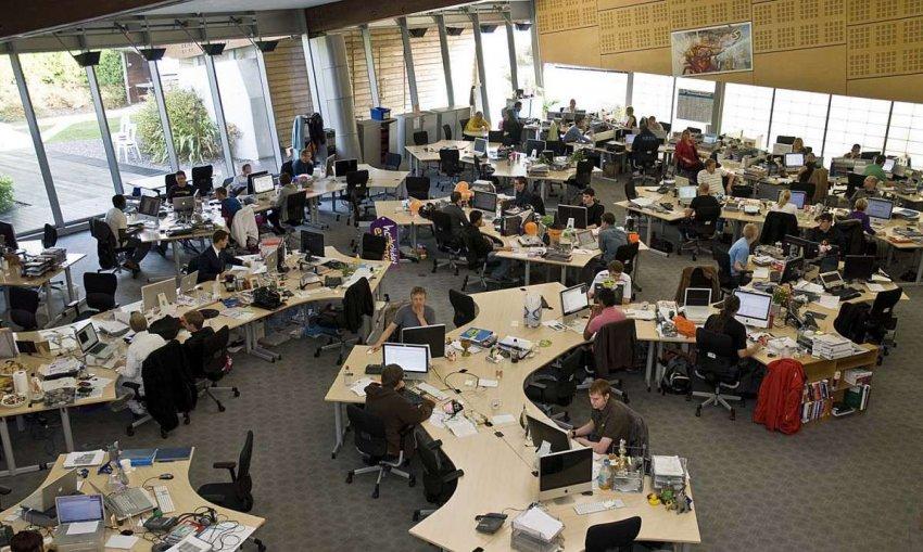 Шум в офисе с открытой планировкой усиливает стресс и ухудшает настроение. Новое исследование