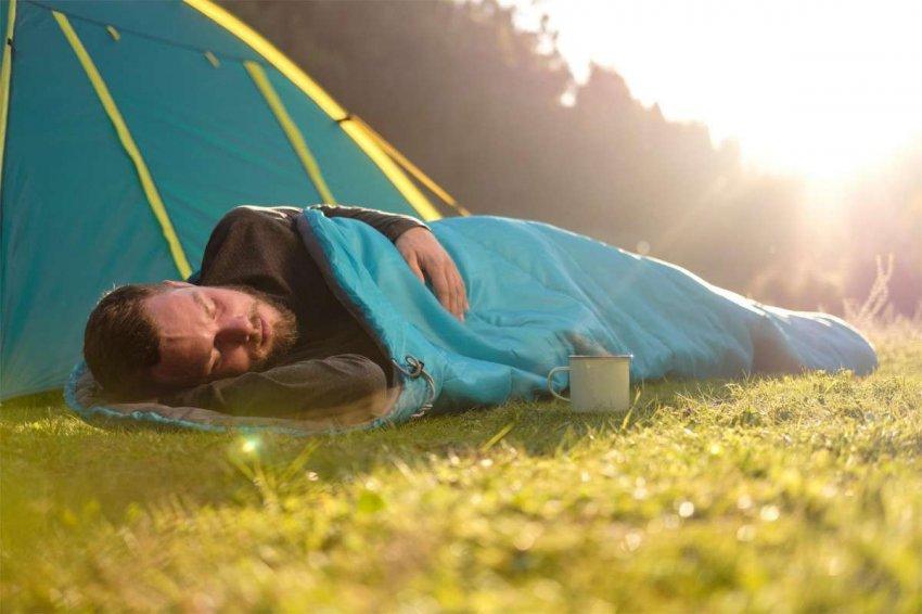 Рейтинг 10 лучших недорогих спальных мешков