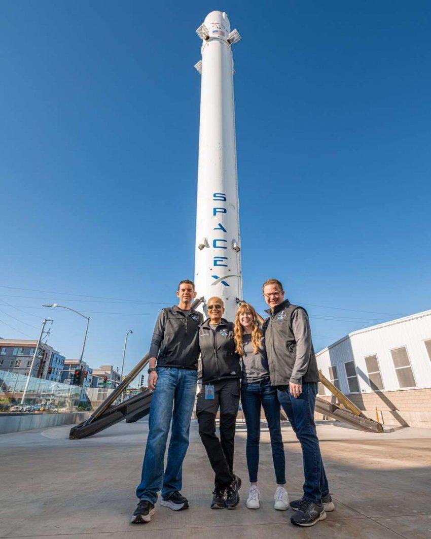 Миссия SpaceX Inspiration4 отправит на орбиту 4 человек с минимальной подготовкой и приблизит космический туризм к реальности